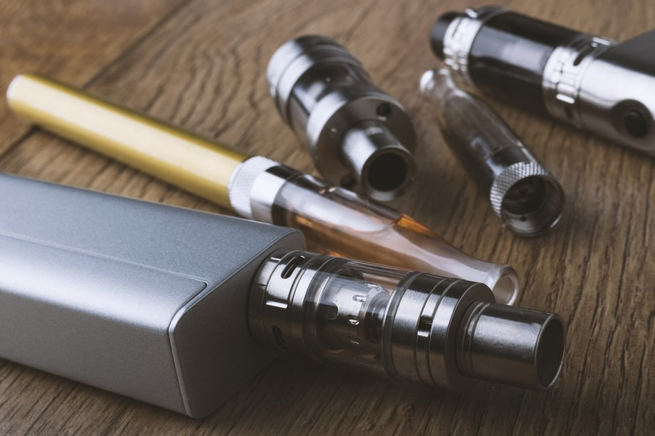Using e-cigarettes to stop smoking - NHS